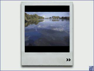 Widget, das zufällig Bilder aus einer ausgewählten iPhoto Bibliothek anzeigt.