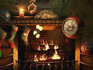 Ein schön animiertes Kaminfeuer in einem weihnachtlich geschmücktem Kamin.