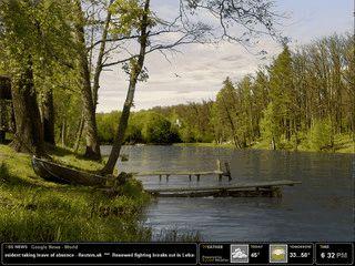 Der Bildschirmschoner zeigt eine animierte Seelandschaft, RSS-Feeds und Wetter.