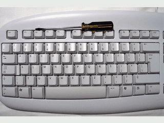 Belegt die Tasten der Tastatur in alphabetischer Reihenfolge.