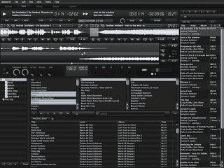 Übersichtlicher, mit allen erforderlichen Funktionen ausgestatteter DJ-Mixer.